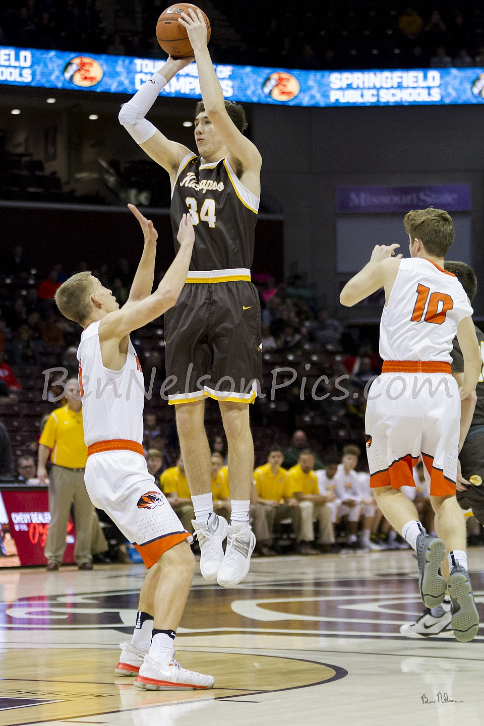 Bass Pro Shops Tournament of Champions 2017 - Jared Ridder Kickapoo High School goes up for a jump shot.