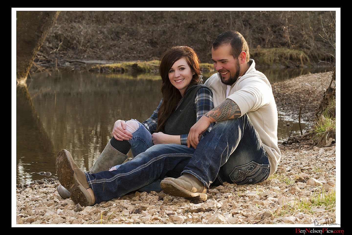 Couples Photos and Engagement Pictures in Springfield Missouri - Couples Photo Taken While They Are Laughing