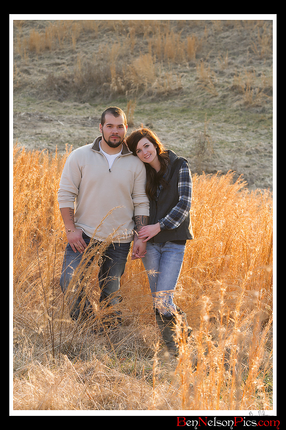 Couples Photos and Engagement Pictures in Springfield Missouri - Couples Photo Outdoors In Nature Springfield Missouri